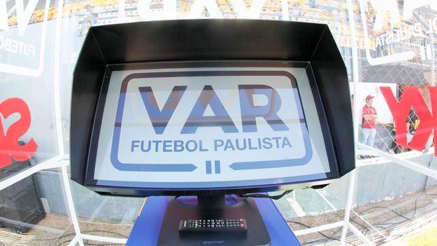3913e9e2356e A nova divisão sobre o VAR: dois times atacando o mesmo gol | Blogs ...
