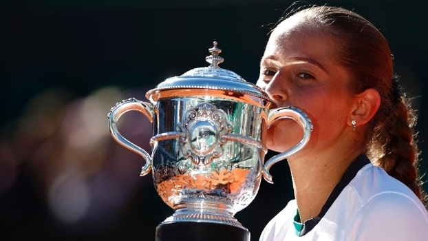 Jelena Ostapenko conquistou o título de Roland Garros neste sábado