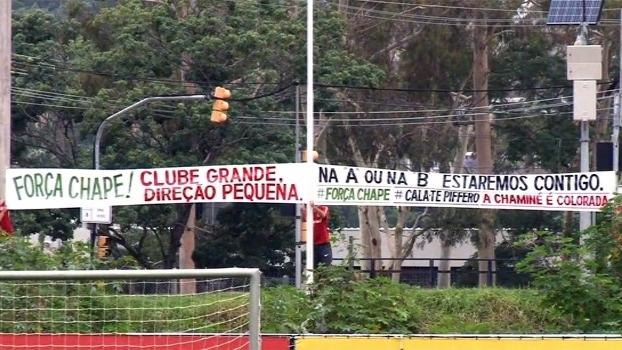 Faixa no treino do Inter protestou contra a diretoria