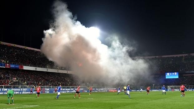 Torcedores da Albânia causaram bagunça em Palermo