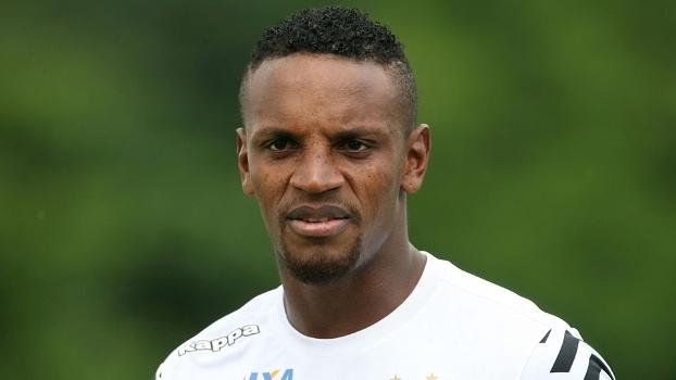 O zagueiro Cléber está na lista do Santos
