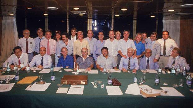 Dirigentes das principais equipes do país acertar a fundação do Clube dos 13, em 1987