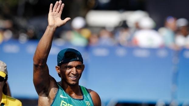 20d5a9323a Isaquias Queiroz e Rafaela Silva são eleitos os melhores atletas de ...