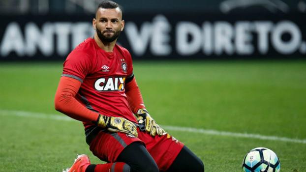 Palmeiras anuncia a contratação do goleiro Weverton por cinco anos