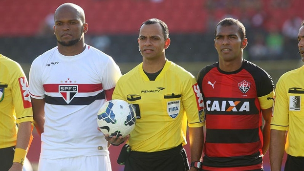 Edson Silva foi o capitão do São Paulo contra o Vitória