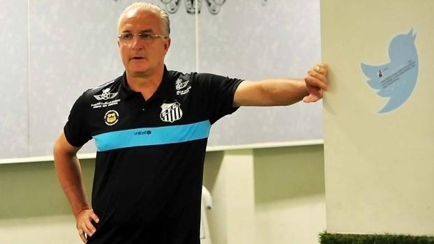 Dorival Júnior ainda não divulgou qual formação usará no domingo