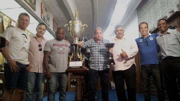 Sinval, Régis, Tico, Ecio Pasca, Maninho, Rivellino e Julinho, os campeões da Copinha de 1991