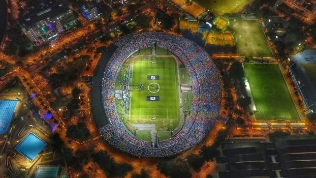 Estádio Atanásio Girardot em homenagem à Chapecoense