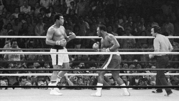 Ali e Frazier juntos no ringue pela última vez, em 1975