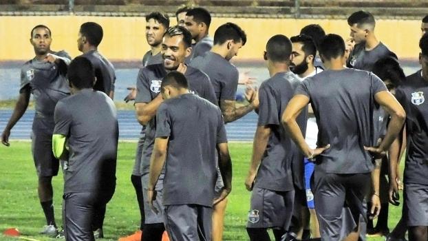 Jogadores do Zulia durante treinamento antes da estreia na Libertadores