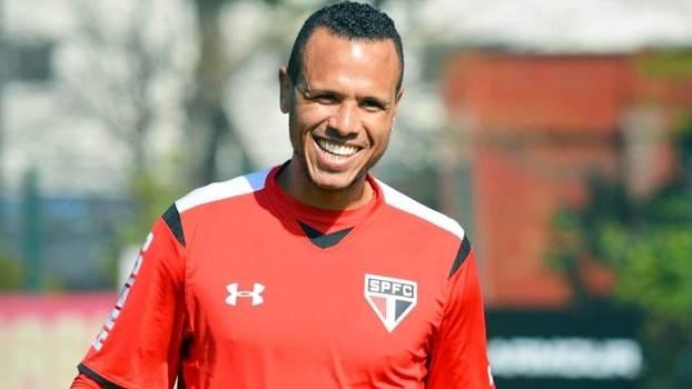 Luis Fabiano conseguiu efeito suspensivo e vai para o clássico diante do Corinthians