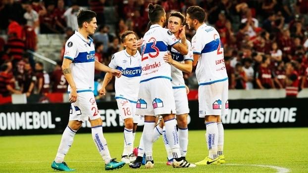 Universidad Católica buscou o empate com Atlético-PR na estreia