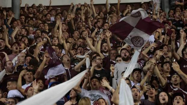 Torcida do Lanús na vitória sobre o River Plate na semifinal da  Libertadores  histórico a4247236cb61a
