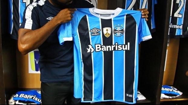 Grêmio apresenta novas camisas para 2017 0dd7cecd9f566