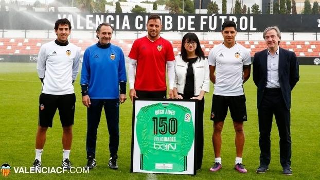 Diego Alves recebeu homenagem no Valencia por seus 150 jogos
