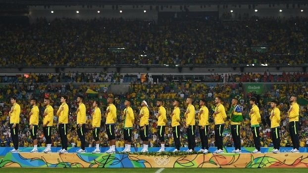 fc90fed32a Jogadores da seleção brasileiro com o ouro histórico no futebol