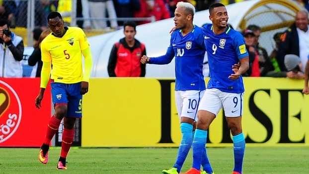 Neymar e Gabriel Jesus comemoram vitória por 3 a 0 contra o Equador