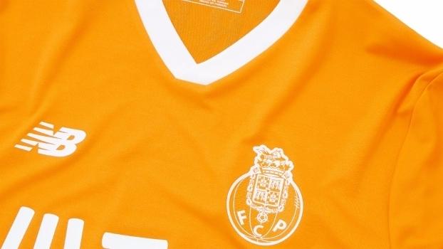 d8b935e0cf Após trocar Puma pela Topper, Vitória apresenta novas camisas ...
