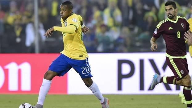 1e4d6d1da4 Robinho jogou na vaga de Neymar e foi substituído no segundo tempo pelo  zagueiro Marquinhos