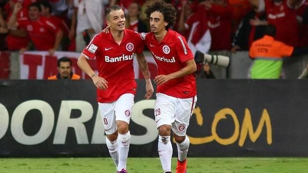 D'Alessandro e Valdívia garantiram a classificação com dois belos gols