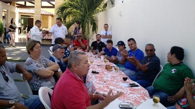 Churrasco na véspera da eleição contou com vários cartolas do handebol