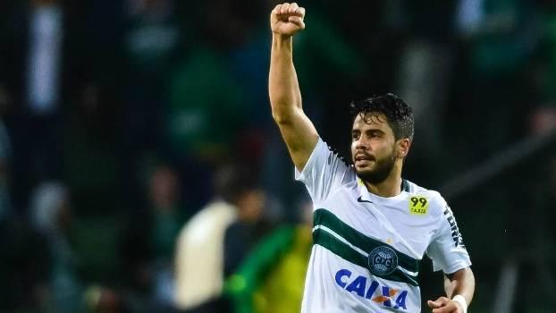 Henrique marcou o gol do Coritiba