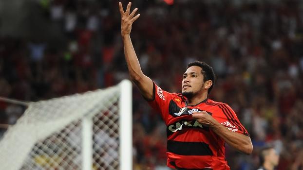 Chamado de 'caipira', Hernane foi um dos destaques do título do Fla na Copa do Brasil 2013