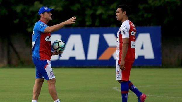 O técnico Jorginho durante treino do Bahia