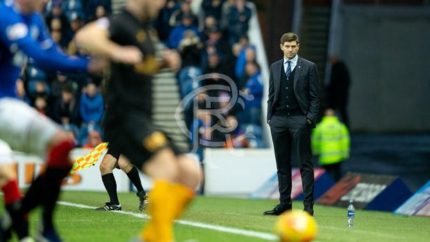 0e9d07ef19 Steven Gerrard mantém o Rangers na briga pelo título escocês