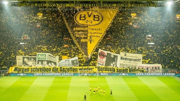 Torcedores do Dortmund prepararam um belo mosaico para antes do jogo