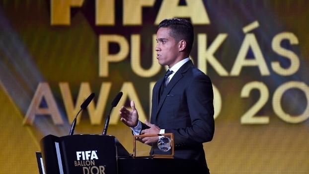 1baa8d532f Wndell Lira recebeu o prêmio de gol mais bonito de 2015