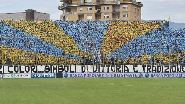 Mosaico dos torcedores do Frosinone no jogo do acesso contra o Crotone