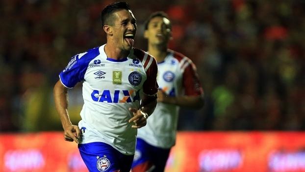 Juninho abriu o placar para o Bahia na Ilha do Retiro; jogo terminou 1 a 1