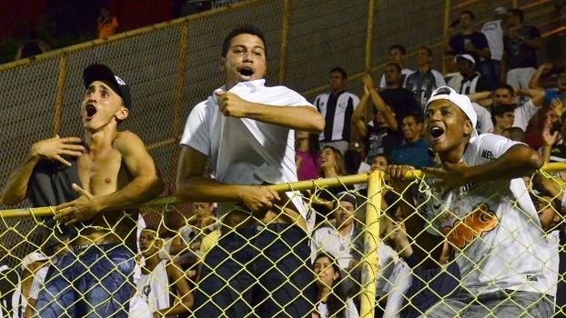 Torcida do Santos comemora no Barradão
