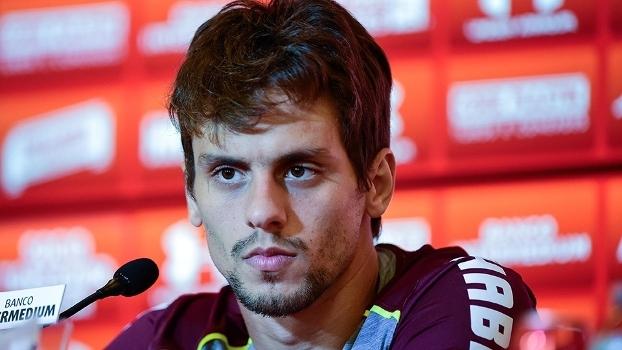 Rodrigo Caio teve uma atitude correta no clássico contra o Corinthians a42ef176f6173