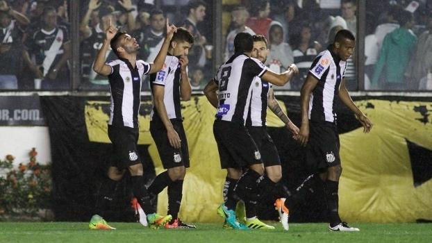 Alvinegro paulista comemora gol marcado por Copete