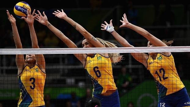 Dani Lins, Thaisa e Natália, em ação pela seleção brasileira de vôlei