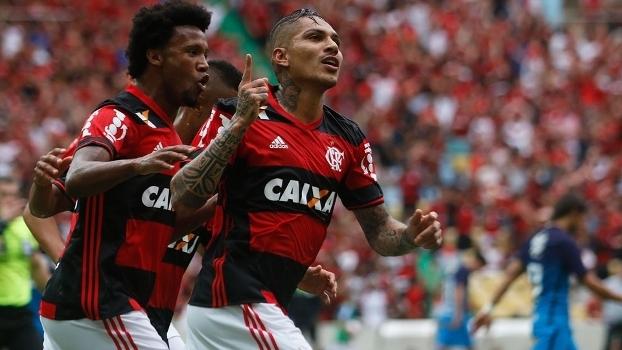 Negociação com Corinthians é descartada e Flamengo negocia renovação com Guerrero