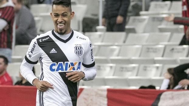Mais um emprestado pelo Corinthians, atacante é o quarto artilheiro do Brasileiro