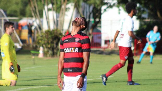 O empate nesse domingo deixou o Vitória na zona de rebaixamento 95382dbf01ee7