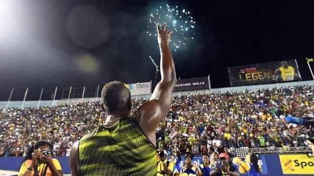 Usain Bolt despediu-se do público jamaicano com vitória