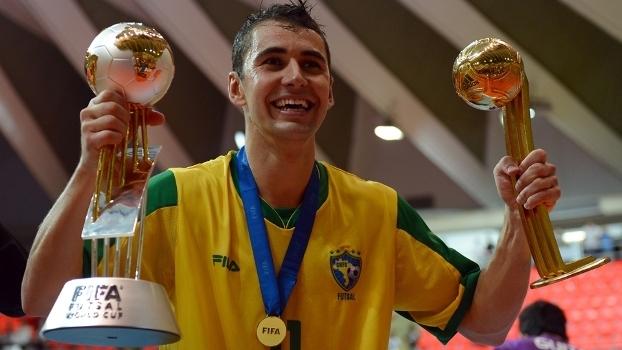35de97f4b1 Herói da última Copa se aposenta da seleção e critica gestão do ...