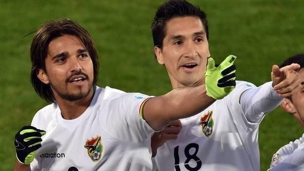 Marcelo Moreno (a esq), ex-Cruzeiro, marcou o terceiro gol da Bolívia