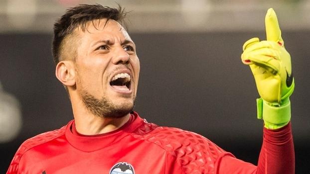 Goleiro do Valência se anima com a possibilidade de defender o Flamengo