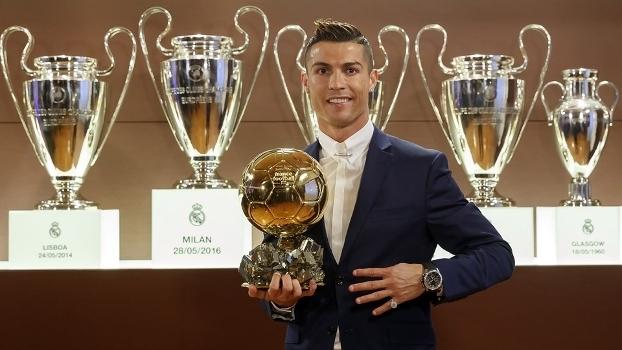Ronaldo recebeu a Bola de Ouro da France Football 5c625ea50c8a9