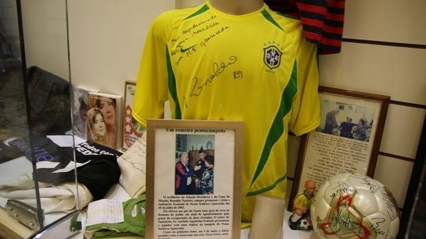 Ronaldo ganha estátua de cera no Santuário de Aparecida do Norte ... 7b762c735bc78