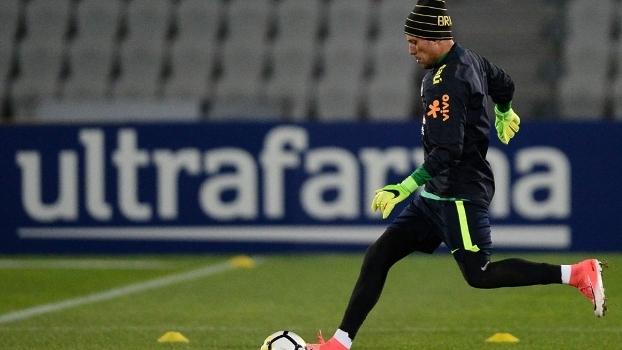 Diego Alves treina em Melbourne