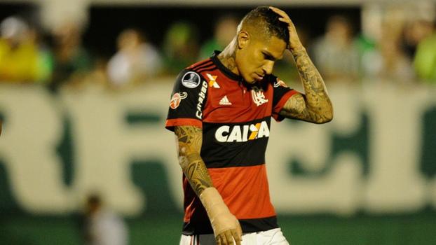 Paolo Guerrero em jogo pelo Flamengo no Campeonato Brasileiro de 2017 91e4023adc768