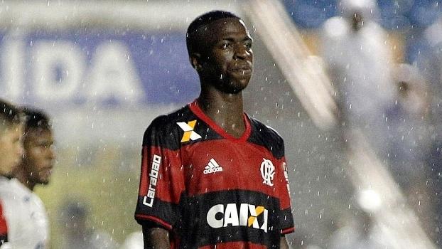 62ec080c96d81 Vinícius Junior durante o duelo do Flamengo contra o Corinthians pela  Copinha