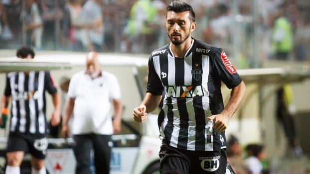 Atlético vence a Ponte e encosta no Palmeiras